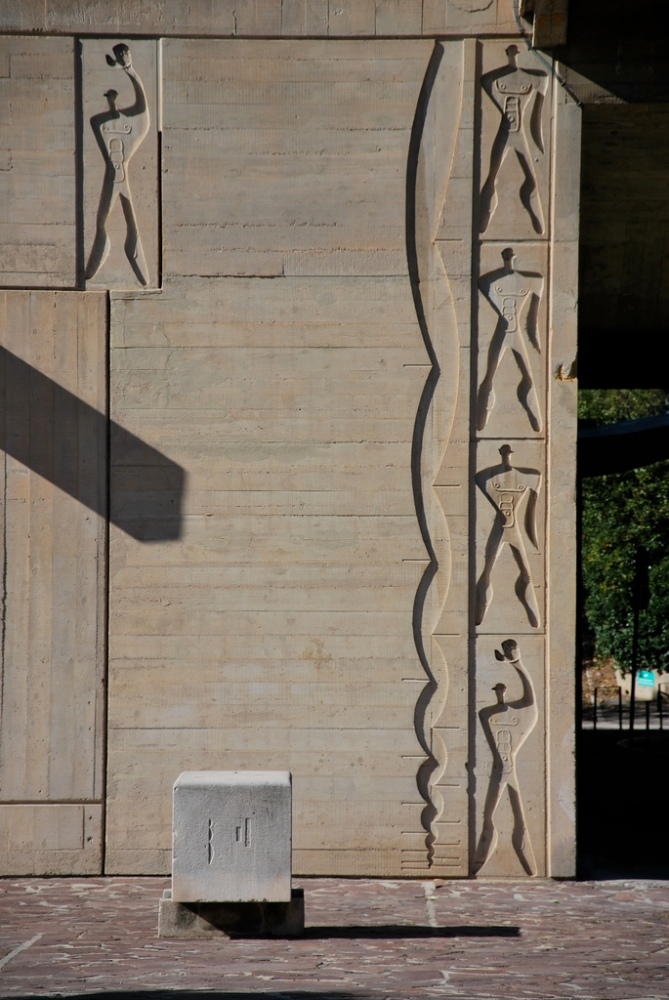 Le Corbusier's Modulor Man (1/2)