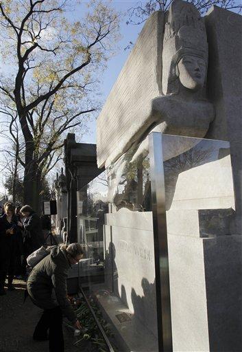 Oscar Wilde's tomb by Jacob Epstein (2/2)