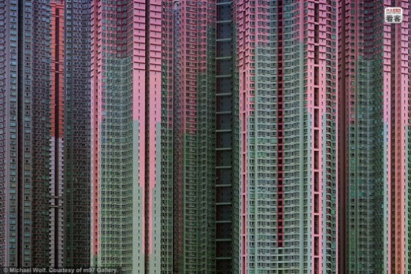 hong-kong-residential-buildings-michael-wolf-architecture-of-density-05-600x400