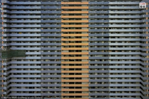 hong-kong-residential-buildings-michael-wolf-architecture-of-density-07-600x400