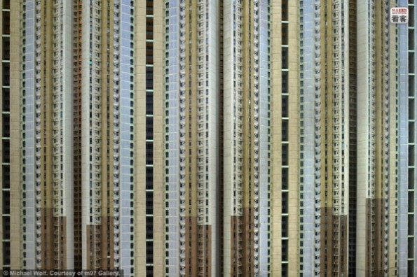 hong-kong-residential-buildings-michael-wolf-architecture-of-density-08-600x400
