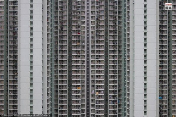 hong-kong-residential-buildings-michael-wolf-architecture-of-density-12-600x400