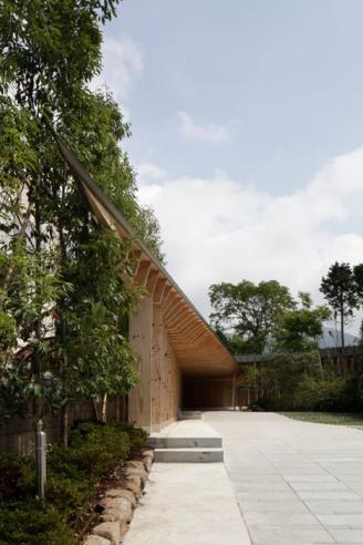 Villa-at-Sengokubara-by-Shigeru-Ban_dezeen_4