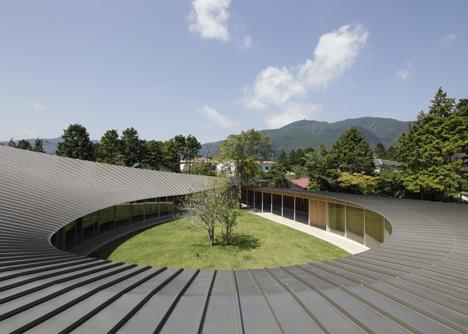 Villa-at-Sengokubara-by-Shigeru-Ban_dezeen_7