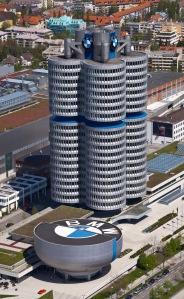 4_cilindros_y_museo_BMW,_Múnich,_Alemania_2012-04-28,_DD_02 - Copy